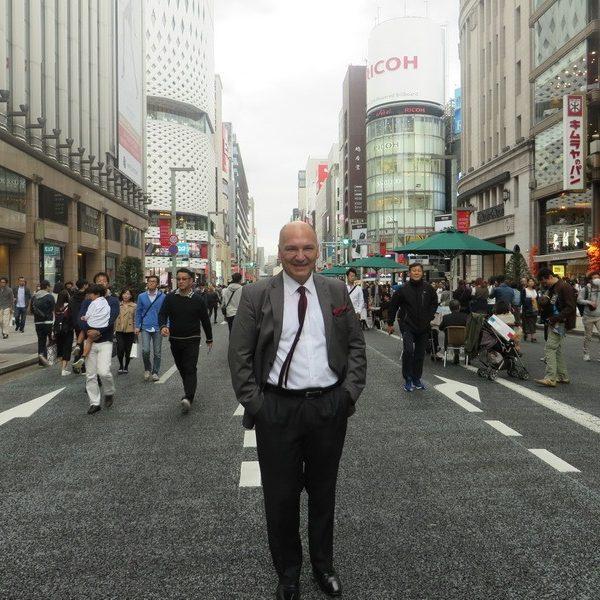 Prof. dr Milan Jovanović, Tokyo, Ulica Ginza JAPAN 2016.