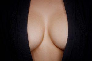 podizanje-i-uvecanje-dojki-silikonima-300x200