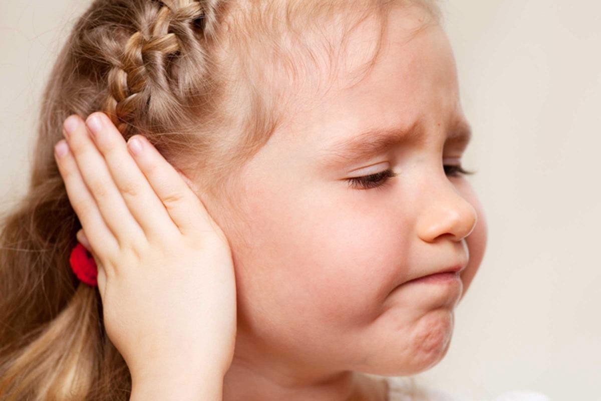 Dete se stidi klempavih ušiju