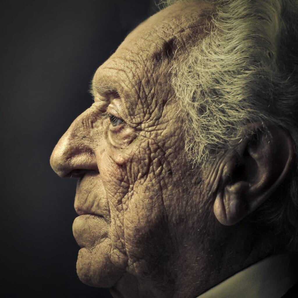 Tokom godina, ljudima nos pod uticajem gravitacije postaje oklebmešen