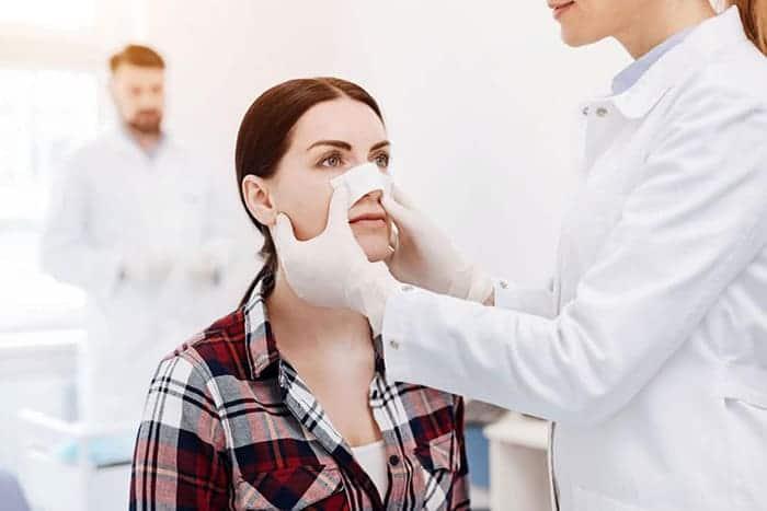 Ispravljanje grbavog nosa je standardna procedura u estetskoj hirurgiji