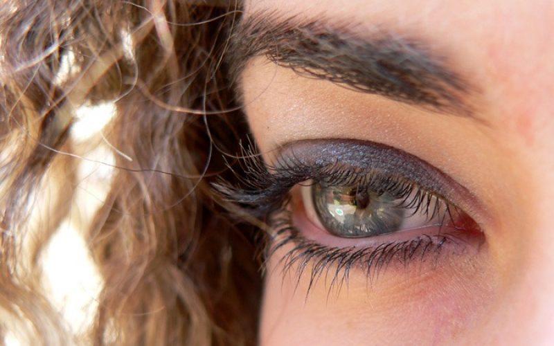 Terapiju bora oko očiju treba početi sa prvim znacima ovih promena na licu