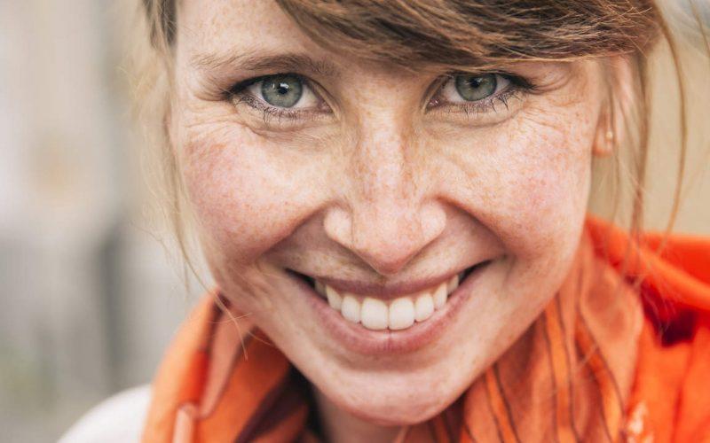 Sredovečna žena sa licem bez bora svoj lep izgled duguje redovnoj nezi