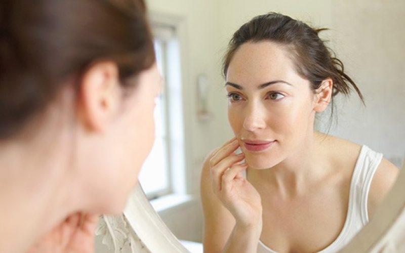 Prvi znaci starenja na licu se uočavaju već polovinom treće decenije života